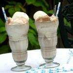 How to Make an Old-fashioned Chocolate Ice Cream Soda | The Good Hearted Woman
