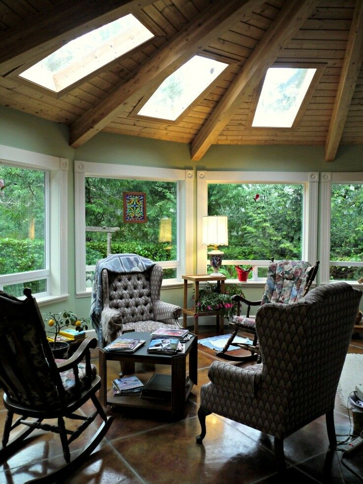 Sunroom - The Lake House Bed & Breakfast, Lincoln City, Oregon | The Good Hearted Woman