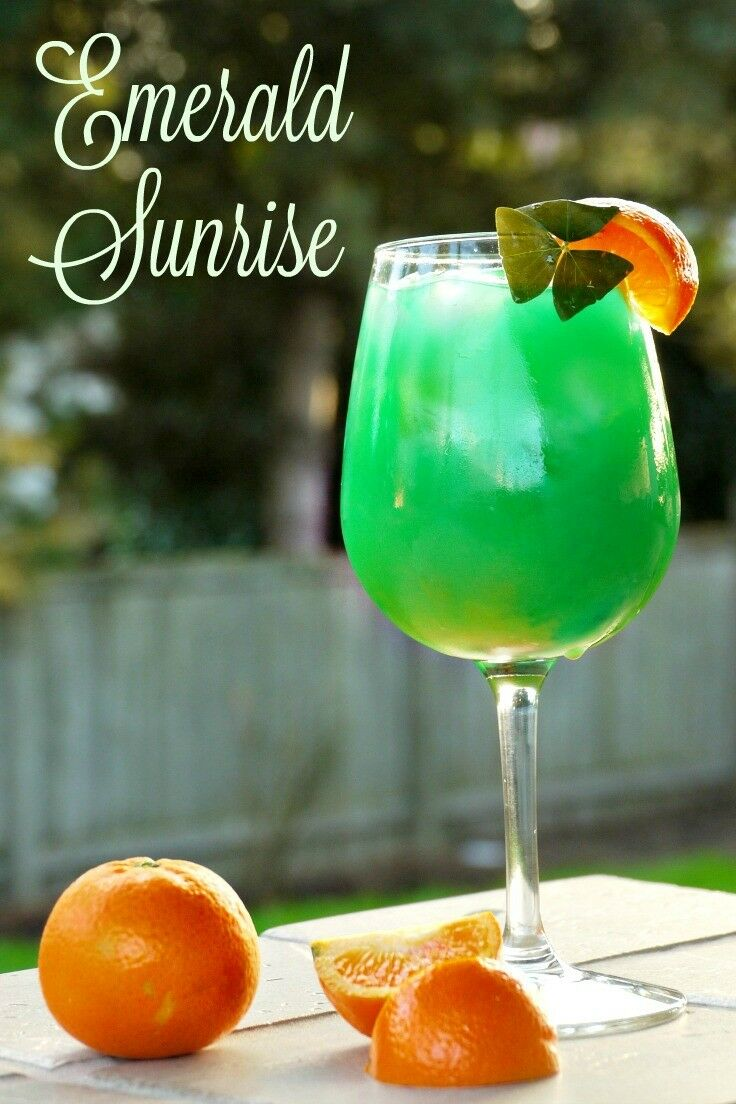 Emerald Sunrise {Cocktail} Forget the green beer! Celebrate St. Patrick's Day in style with this beautiful spin on a Tequila Sunrise. | The Good Hearted Woman