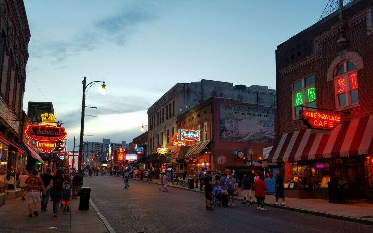Beale 2 - Top 7 Things to Do in Memphis {Music Lovers Edition} | The Good Hearted Woman