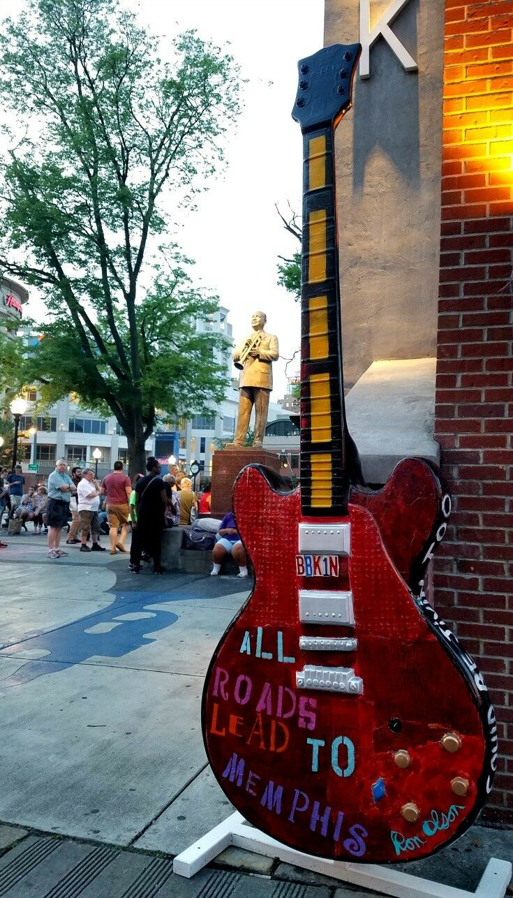 WC Handy Statue - Top 7 Things to Do in Memphis {Music Lovers Edition} | The Good Hearted Woman