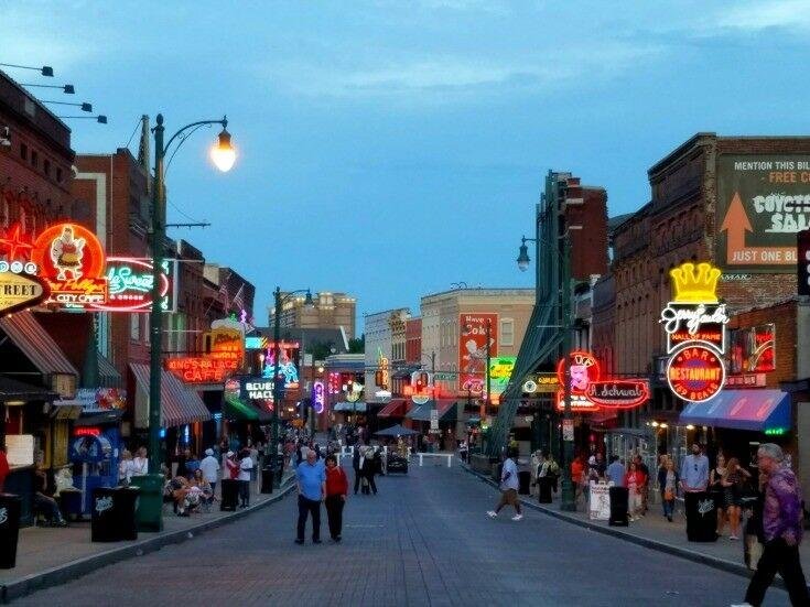 Beale 1 - Top 7 Things to Do in Memphis {Music Lovers Edition} | The Good Hearted Woman