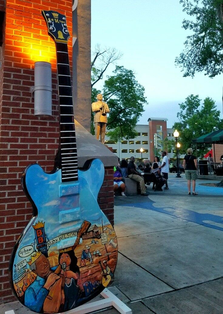 Blue Guitar - Top 7 Things to Do in Memphis {Music Lovers Edition} | The Good Hearted Woman
