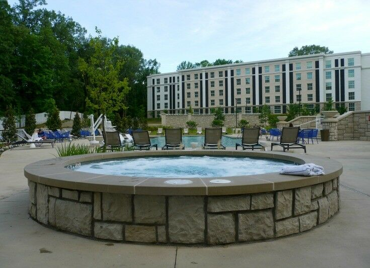 Hot Tub by the pool - The Guest House at Graceland | The Good Hearted Woman