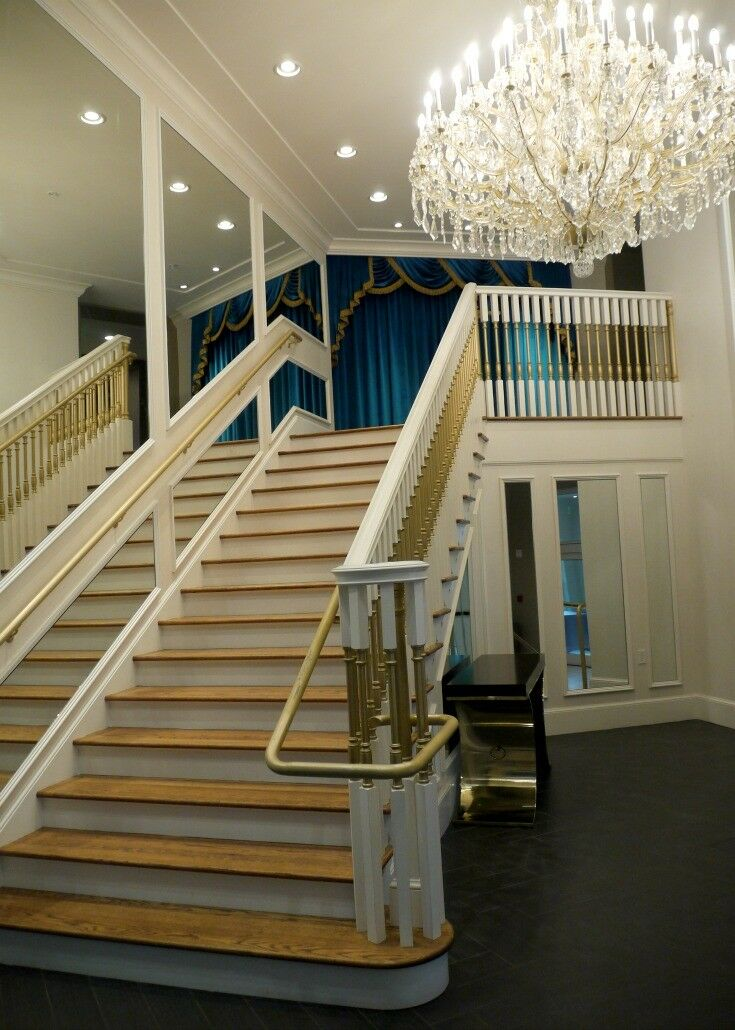 Staircase - The Guest House at Graceland | The Good Hearted Woman