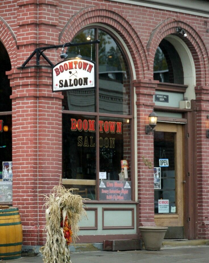 Boomtown Saloon - Travel Oregon: A Day in Jacksonville | The Good Hearted Woman