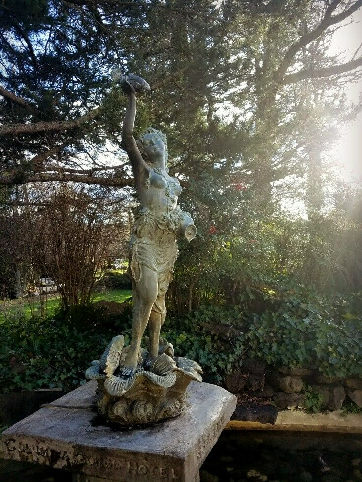 Statue - Columbia River Gorge Getaway {Hood River, Oregon} | The Good Hearted Woman