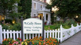 McCully House Inn - Jacksonville, Oregon {Plus a Ghost Story!}