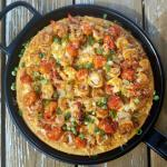 This Shrimp & Grits Pizza {with Gluten-free Polenta Crust} honors the flavors and essence of its classic Southern roots, while presenting the components of this time-honored favorite in a deliciously unique way. | The Good Hearted Woman